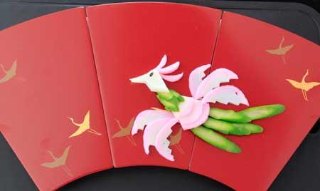 かまぼこでお花のお節-鳳凰
