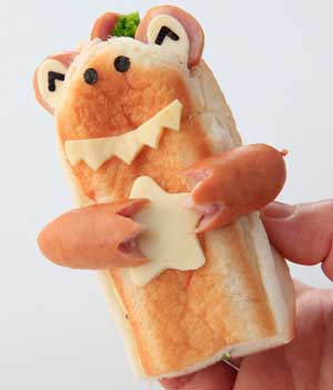 パンとウィンナーで恐竜を作る