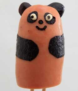 フランクフルと黒豆でパンダを作る