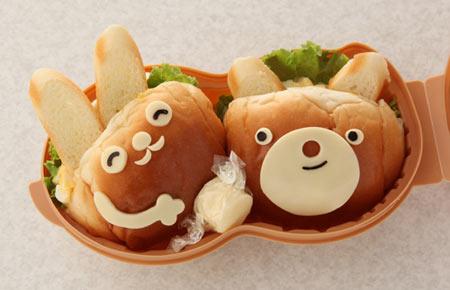 パンでうさぎとクマのお弁当
