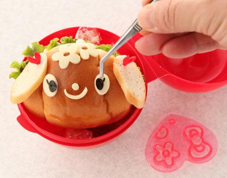 パンで子犬のお弁当