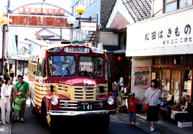 豊後高田市のボンネットバス