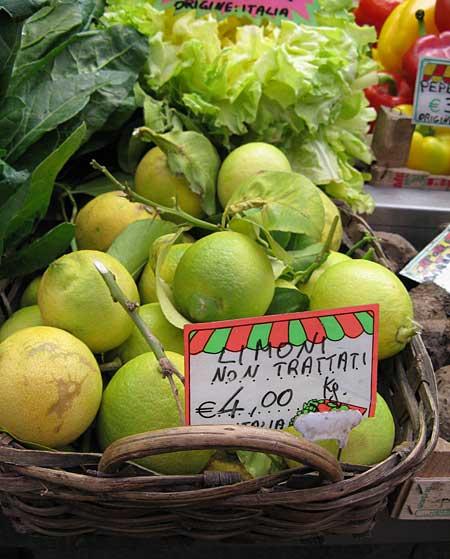 ジェノバの市場レモン