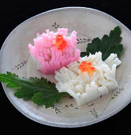かまぼこでお花のお節-菊