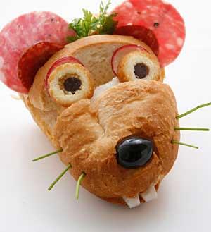 フランスパンでネズミをつくる