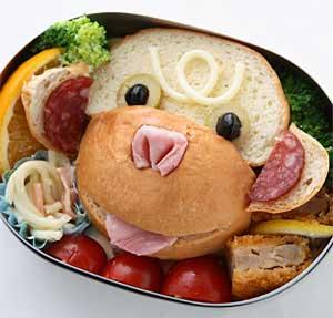 丸パンでおサルをつくる