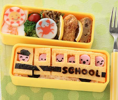 たまご焼きで作るSchool bus:スクールバス弁当
