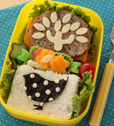 木と鳥のサンドイッチ