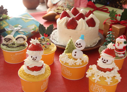 クリスマスのカップケーキ イチゴ 飾り切り