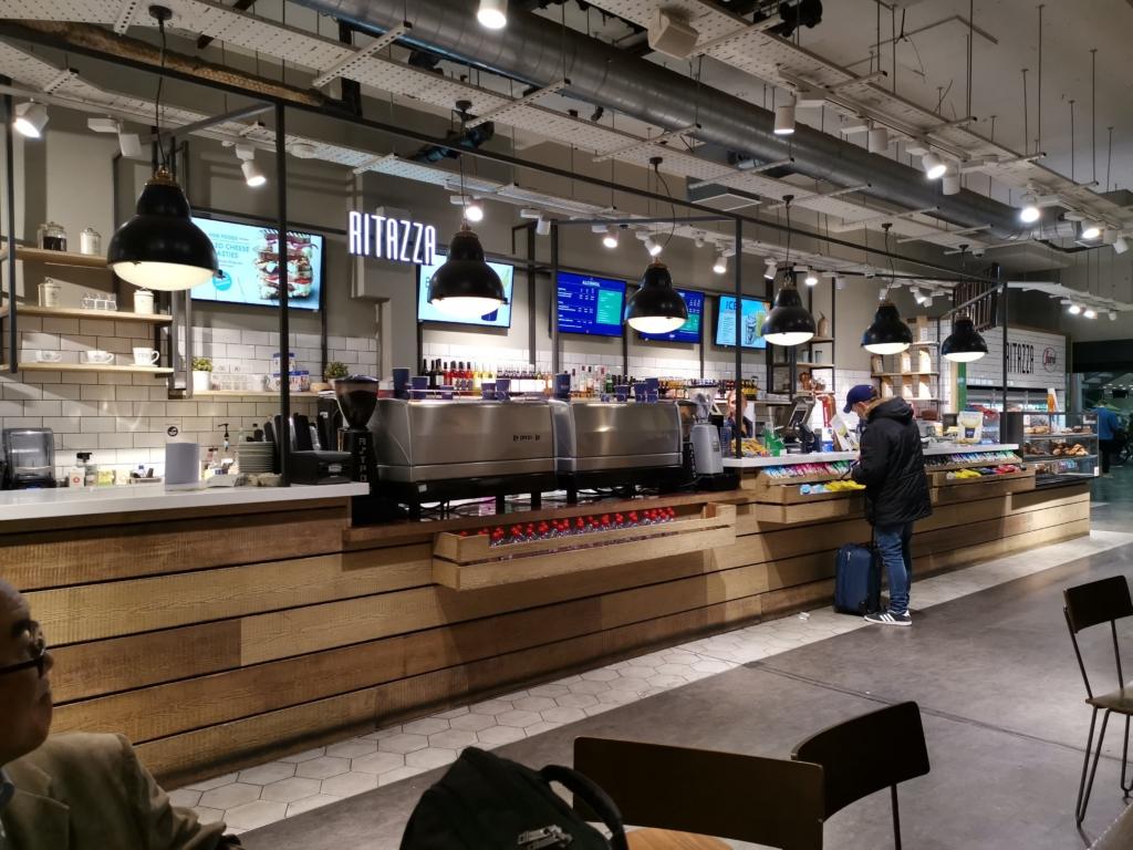 ロンドンユーストン駅のカフェ