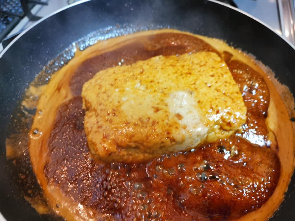 鶏の松風をフライパンで味付け