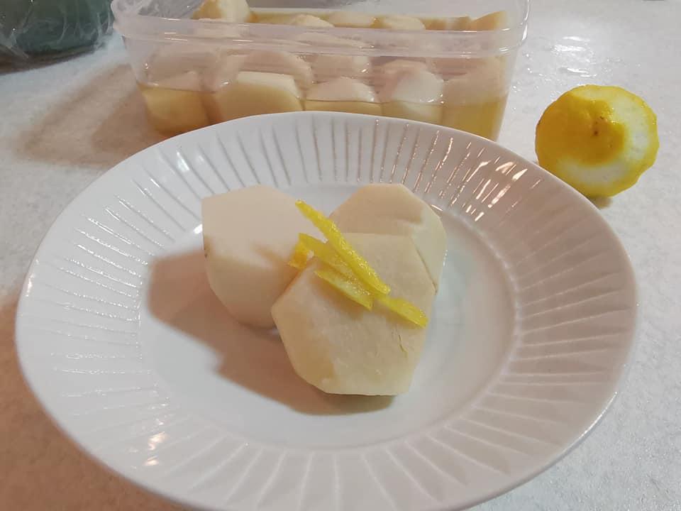 里芋の含め煮、柚子の皮トッピング